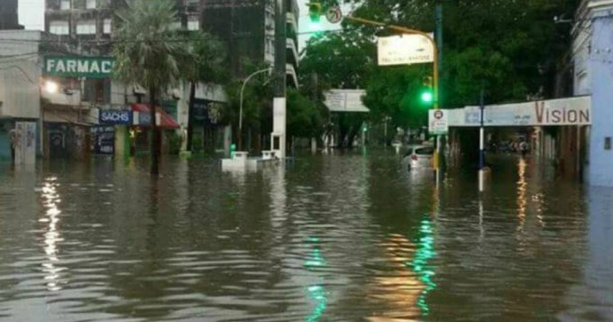 Resistencia, completamente pasado por agua